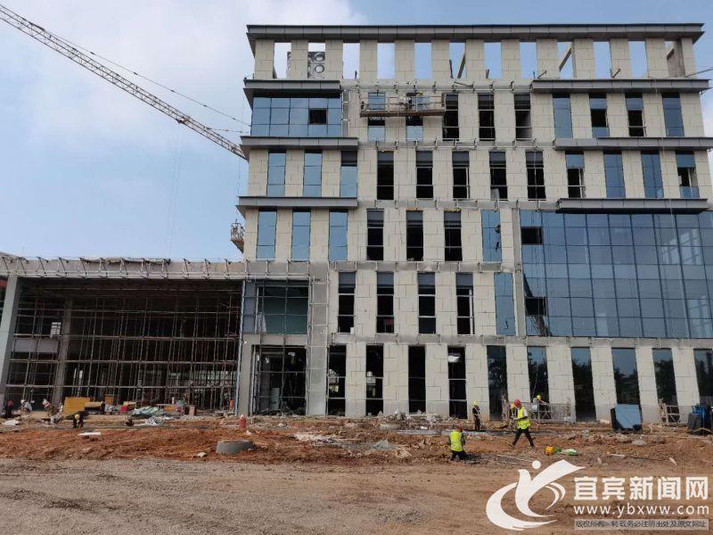 建设中的一期工程楼房。记者 杨万洪摄.jpg